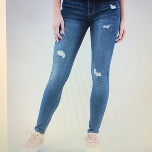 NWT Hollister Advanced Stretch Destructed Jeans 28